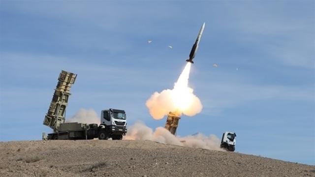 لحظه شلیک سامانه موشکی «تلاش» به سمت اهداف هوایی