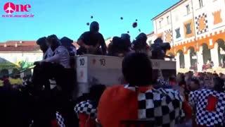 فستیوال جنگ پرتقال در ایتالیا