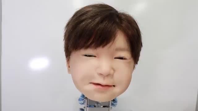 کودک-ربات اندرویدی ژاپنی با توانایی ابراز احساسات!