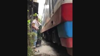 رد شدن قطار از بیخ گوشتان!