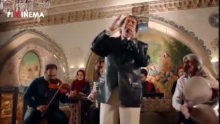 سکانس فیلم دشمن زن : اجرای جواد یساری در قهوه خانه در حضور بهرام و خسرو