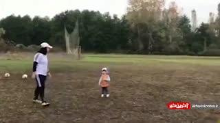 بچه داری سرمربی تیم فوتبال بانوان ملوان در هنگام تمرین