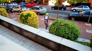 دوچرخه سواری حرفه ای پسر نوجوان