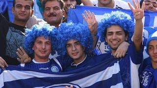 هجوم هواداران برای گرفتن عکس سلفی با بازیکنان استقلال