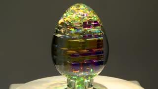 هنر ساخت مجسمه های شیشه ای مشابه با ساختار بازتاب نور الماس