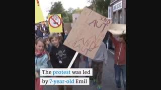 اعتراض کودکان آلمانی به استفاده بیش از حد والدین از تلفنهای هوشمند
