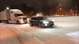 کشیدن کامیون گرفتار در برف با تسلا مدل ایکس-1