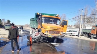 صاف شدن کامل پراید زیر چرخهای کامیون