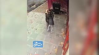 ضربوشتم و سرقت از زن مسلمان در لندن!