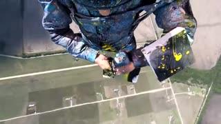 نقاشی ابسترکت هنگام سقوط آزاد
