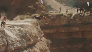 فیلم پرش از کوه با دوچرخه