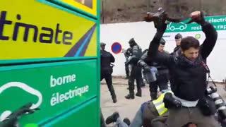 """کتک کاری در""""هفتمین شنبه سیاه"""" فرانسه"""
