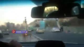 پرت شدن سارق مزدا از پل پس از تعقیب و گریز با پلیس
