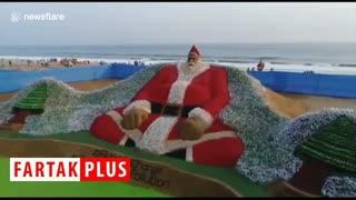 غول پیکرترین بابانوئل جهان از جنس بطری پلاستیکی