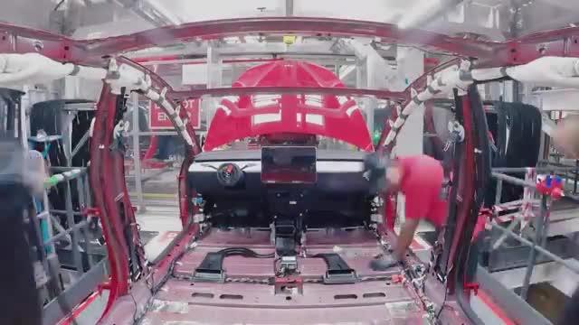 روند ساخت خودروی مدل 3 در خط تولید کارخانه تسلا