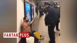 کلکل پلیس نیویورک با یک معلول در مترو