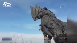 اسب تروآ یک مرد را قربانی کرد!