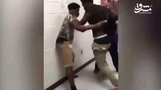 کتک کاری دو دانش آموز آمریکایی!