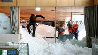 سقوط بهمن عظیم بر هتل سوئیسی