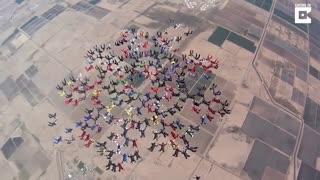ثبت رکورد جهانی پرش همزمان 217 چترباز