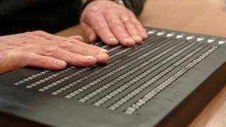 نخستین دستگاه کتابخوان الکترونیکی برای افراد نابینا
