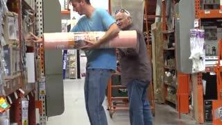 دوربین مخفی خنده دار در فروشگاه