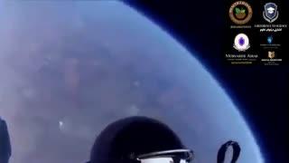 پرش فضا نورد از ایستگاه فضایی خارج از جو زمین با چتر نجات فوق العاده دیدنی و دیدن مناظر از خارج زمین بصورت کاملا واقعی