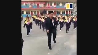 آموزش رقص مدیر به دانش آموزان