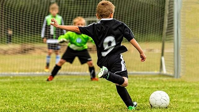 مهارتها و گلهای فوقالعادۀ کودکان در فوتبال