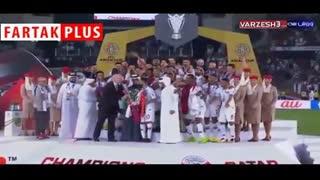 لحظه اهدای جام قهرمانی آسیا به تیم ملی قطر