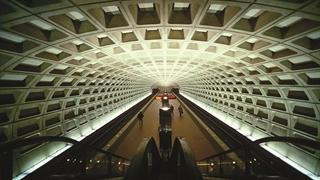 کشورهای جهان چطور از خودکشی در مترو جلوگیری میکنند؟