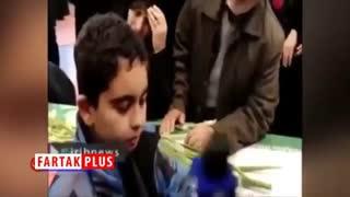 صحبتهای سوزناک فرزند شهید حادثه تروریستی زاهدان با پیکر پدرش +فیلم
