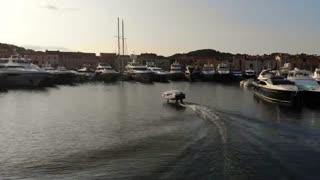 عرضه تاکسی دریایی که بالاتر از سطح آب حرکت می کند