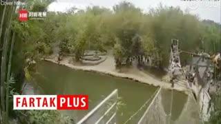 لحظه آویزان شدن گردشگران بر فراز رودخانه!