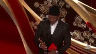 اهدای جایزه بهترین نقش مکمل مرد جشن اسکار برای فیلم کتاب سبز به Mahershala Ali