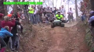 مسابقه جیپ های کوچک در مسیر خاکی