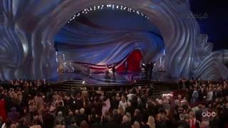 لحظه اهدای جایزه بهترین موسیقی اسکار به لودویگ گورانسون