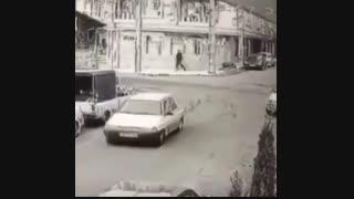 دزدها میان کیف یک خانوم رو بدزدن و....