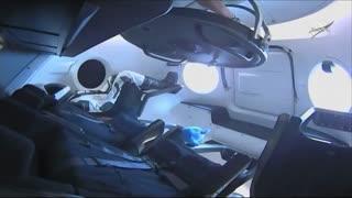 لحظه اتصال فضاپیمای دراگون به ایستگاه فضایی