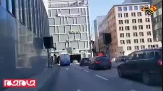 تصاویری از لحظه انفجار روز گذشته یک دستگاه اتوبوس در سوئد