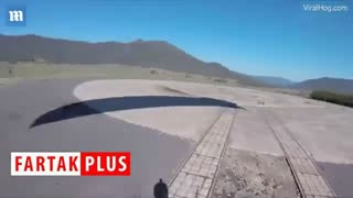 حمله کانگورو به چترباز استرالیایی در هنگام فرود