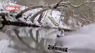 اسکی روی آب های نیمه یخ بسته