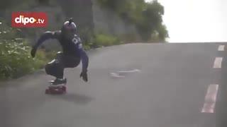 مسابقه اسکیت برد در جاده های پر پیچ و خم ژاپن!
