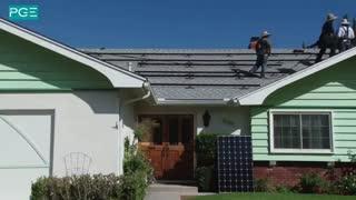 تایم لپس نصب پنل های خورشیدی روی شیروانی