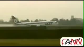 فرود بدون چرخ بوئینگ۷۶۷ هواپیمایی لهستان در ورشو  نشت مایع هیدرولیک و خالی شدن آن باعث شد ارابه های فرود باز نشوند