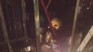 ویدئویی از حادثه آتش سوزی در یک ساختمان تجاری در بازار بزرگ، بازار پاچنار، سرای سید ولی