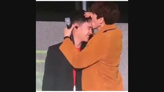 اکسو وقتی بکهیون دی او رو میبوسه..(تو فستیوال nature republic امروز)