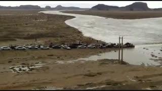 صف طولانی ماشینهای مسافران نوروزی کیش گیرافتاده در بندر چارک