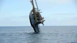 معلق شدن کشتی تحقیقاتی اقیانوسی FLIP
