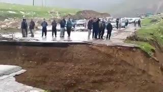 سیل جاده خرم آباد به پلدختر را تخریب کرد